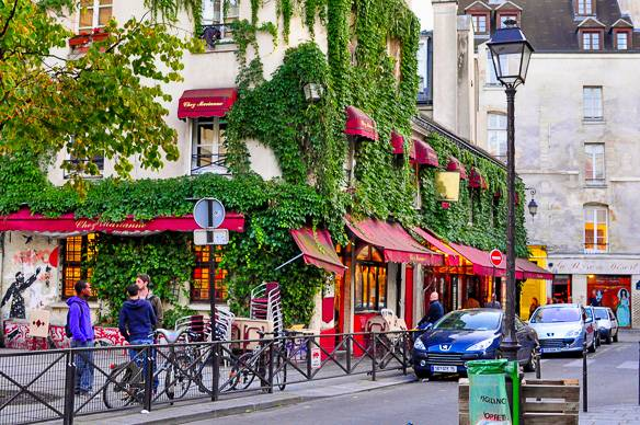 rue-marais-paris-france