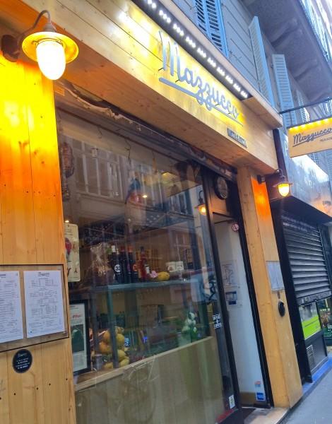 La devanture de la pizzeria Mazzucco. Pros de la Mozzarella